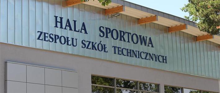 Zaczynamy zajęcia wychowania fizycznego na hali Zespołu Szkół Technicznych w Puławach