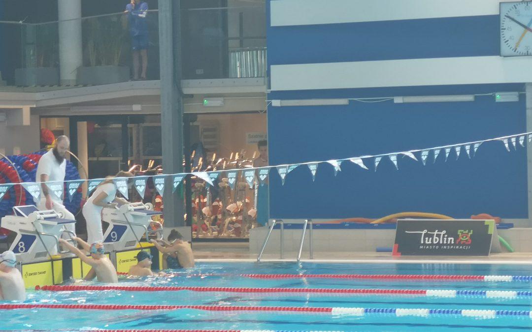 Pływacy z klasy V a chlubą szkoły!